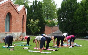 Yoga en plein air - Mouna Yoga Toulouse St Cyprien